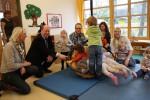 Reinhold Hilbers zu Besuch in einem Kindergarten in Lohne
